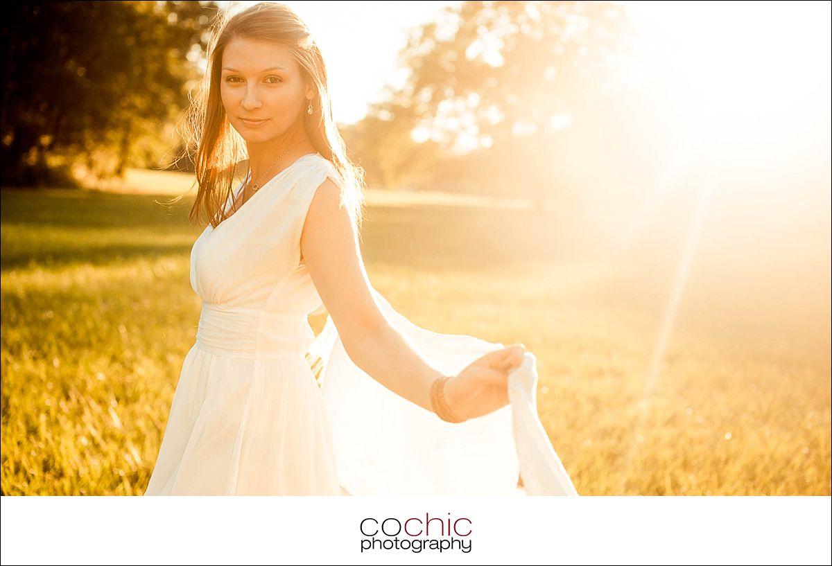 07-fotoshooting wien porträtfotos fotograf schloss laxenburg natur wiese gegenlicht-20120907-_KO_0728