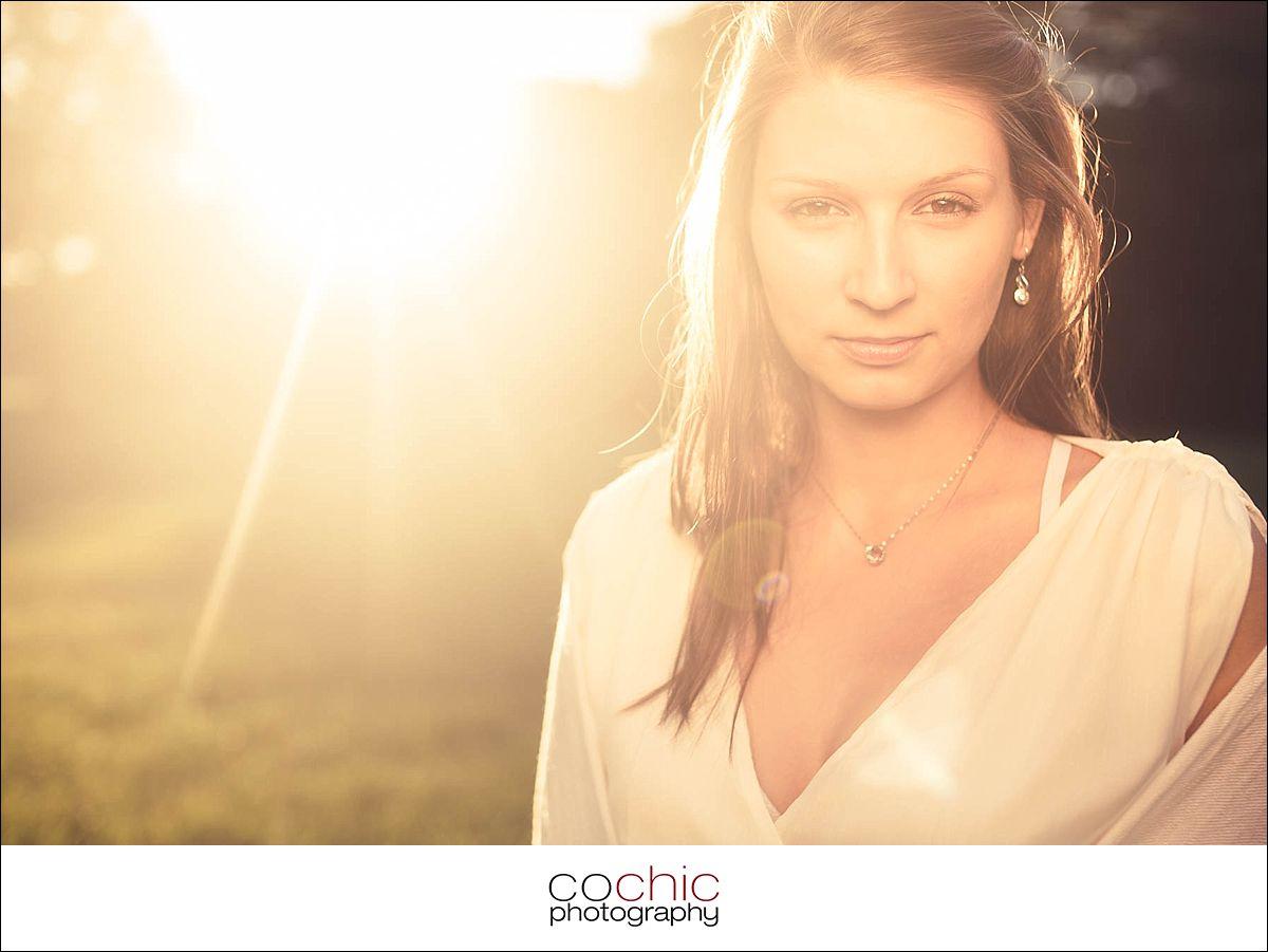 08-fotoshooting wien porträtfotos fotograf schloss laxenburg natur wiese gegenlicht-20120907-_KO_0743